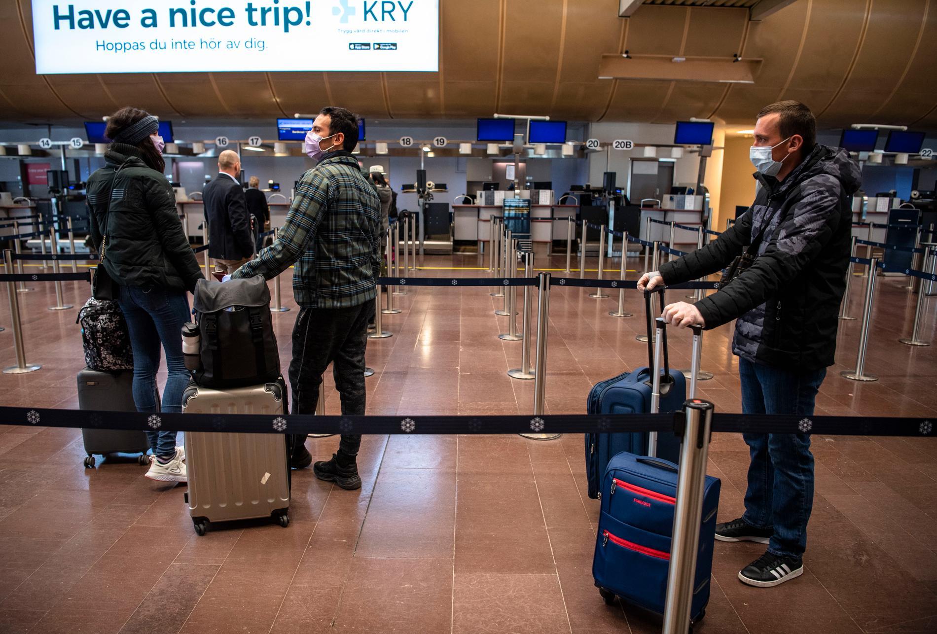Regeringen i Montenegro har hyrt ett flyg för att evakuera sina medborgare.