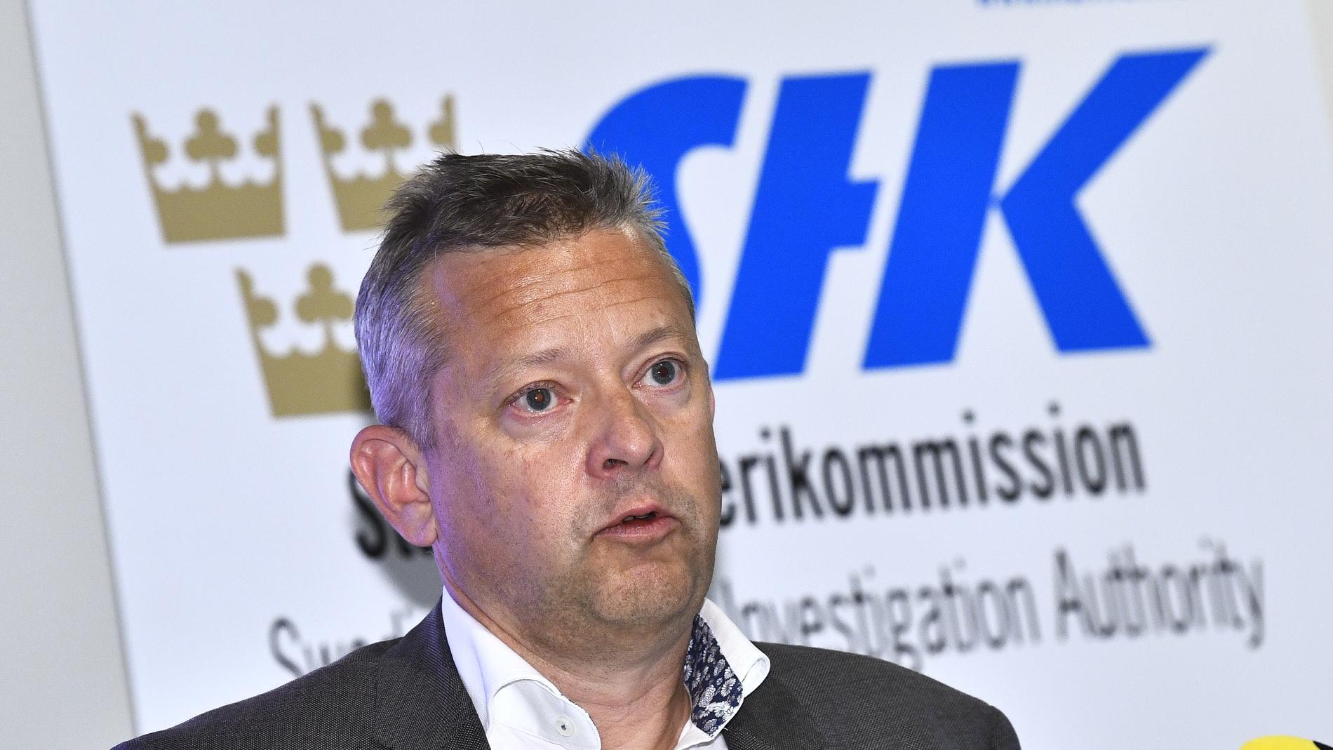Jonas Bäckstrand, utredningsordförande och ställföreträdande generaldirektör på Statens haverikommission, under fredagens pressträff.