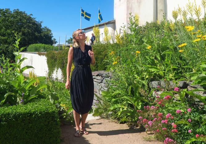 Sommarsverige är ändå helt okej va? Här är Evelina Utterdahl på Läckö slott.