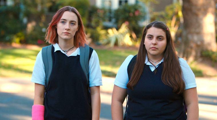 """Saoirse Ronan och Beanie Feldstein i """"Lady Bird""""."""