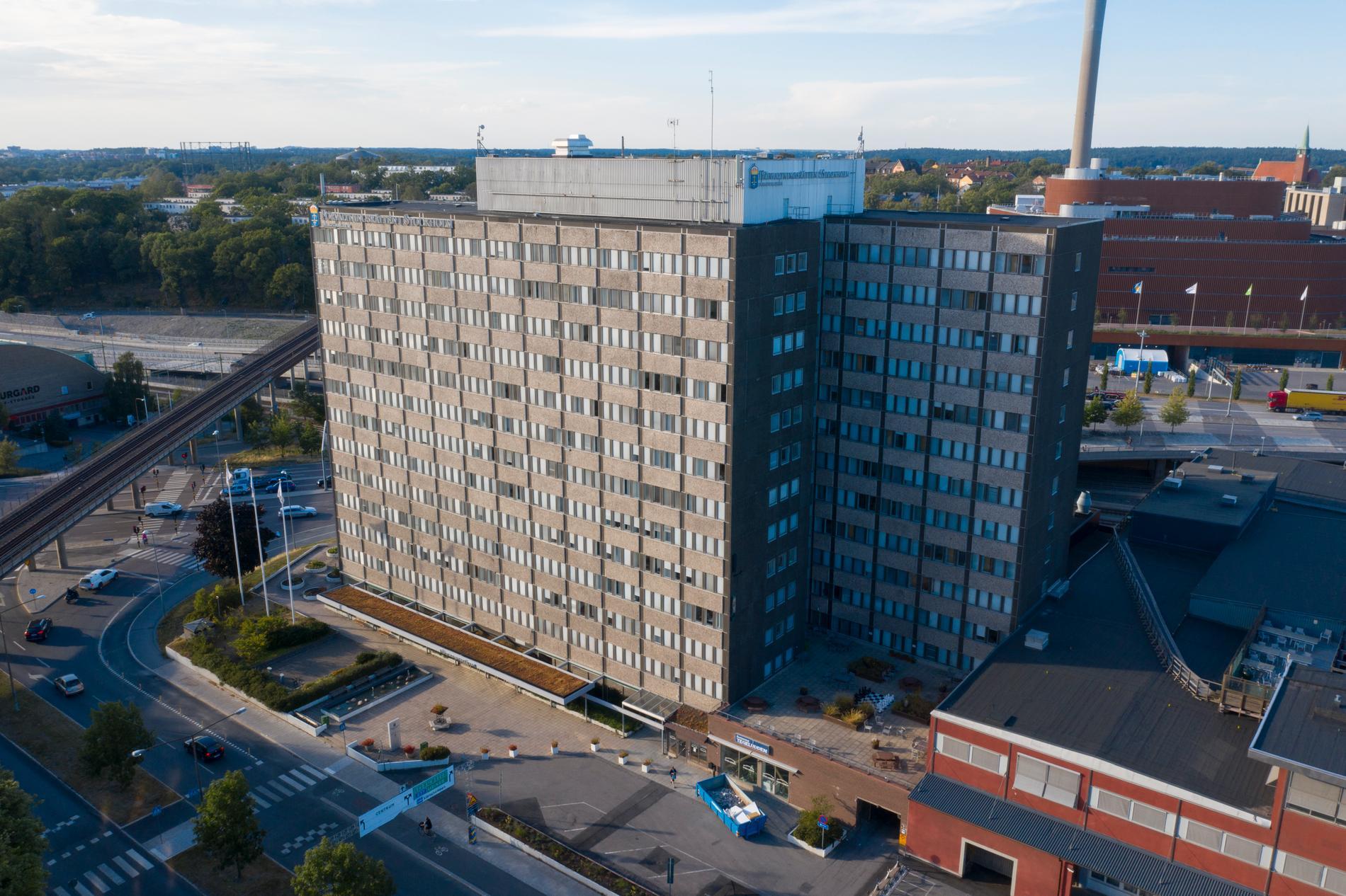 Förvaltningsrättens lokaler nära Värtahamnen i Stockholm, där en av landets fyra migrationsdomstolar finns. De övriga är placerade vid respektive förvaltningsrätt i Malmö, Luleå och Göteborg. Arkivbild.