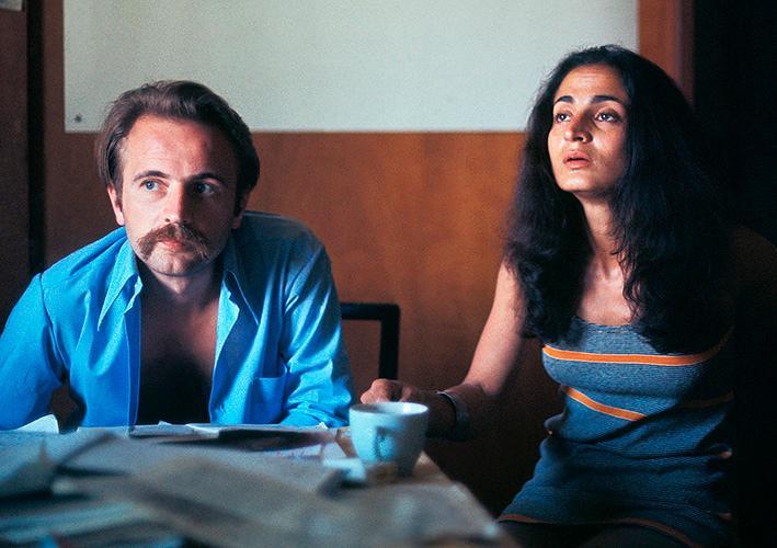 Régis Debray och Elizabeth Burgos 1971. Debray slogs sida vid sida med Che Guevara men anklagades efter mordet på gerillaledaren för angiveri.
