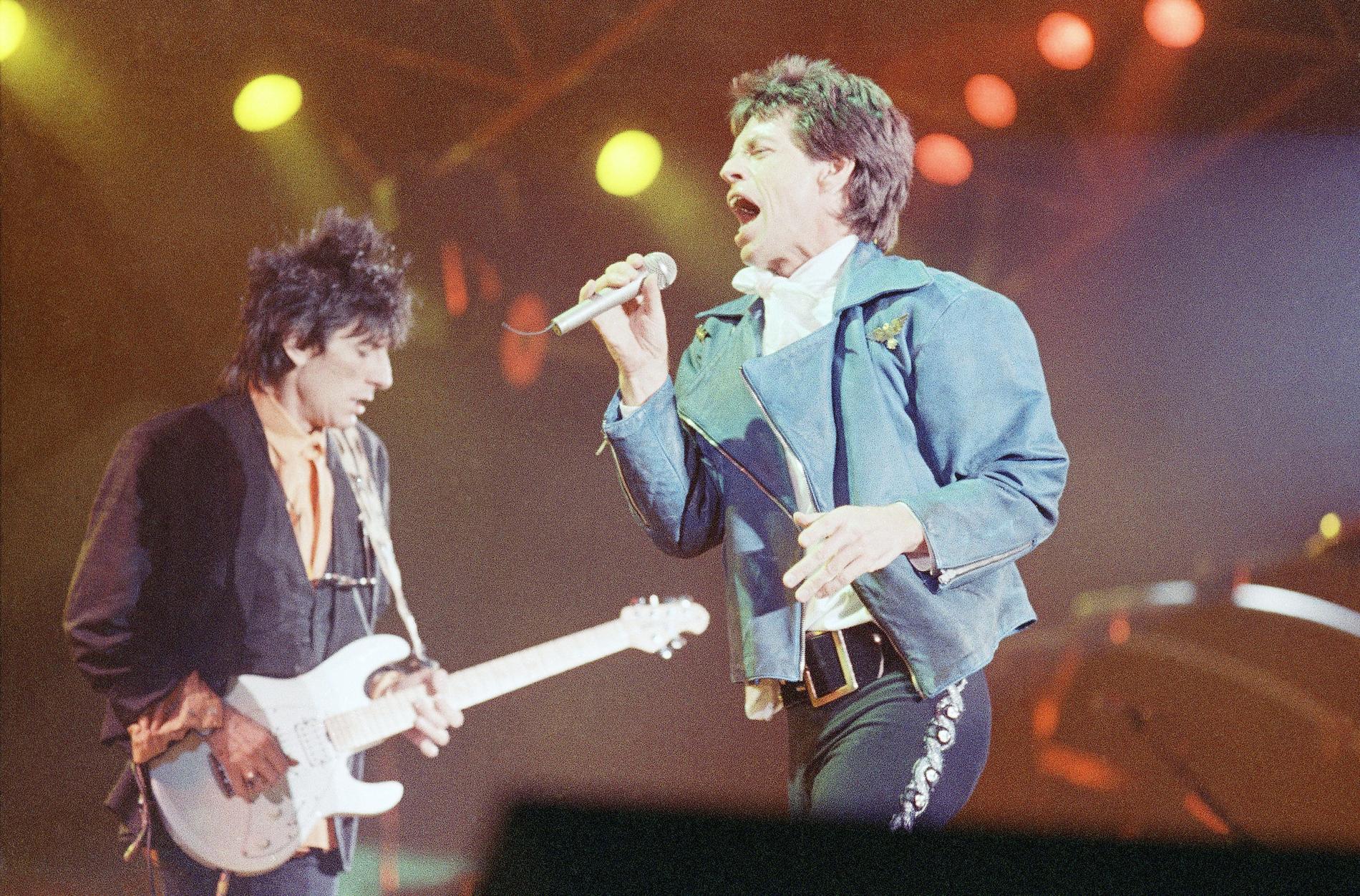 "Rolling Stones på scen under ""Steel wheels""-turnén 1989. Arkivbild."
