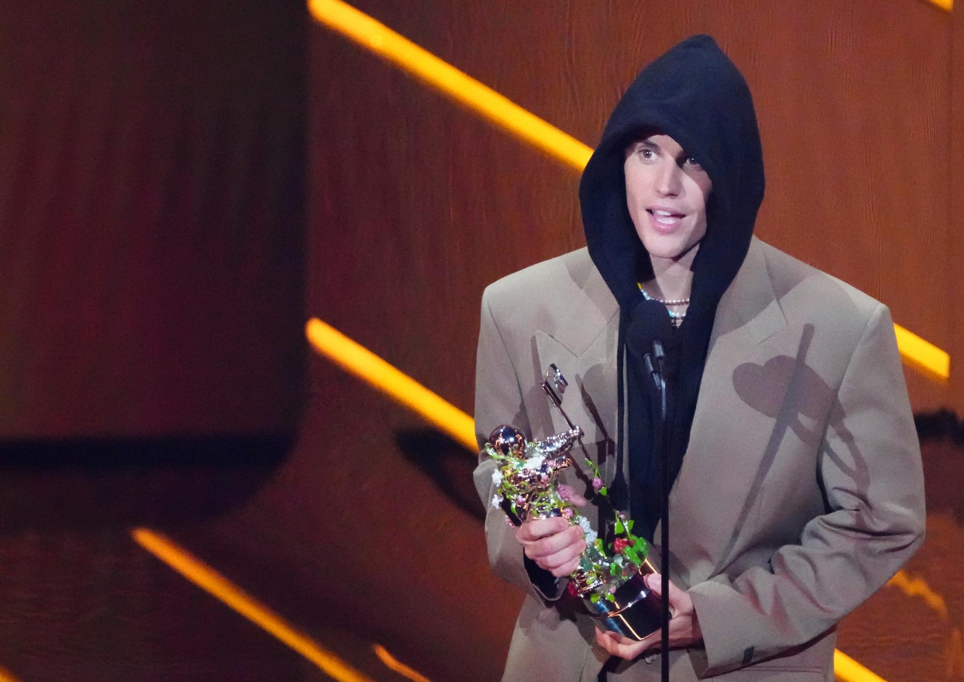 Justin Bieber korades till årets artist på MTV Music Awards.