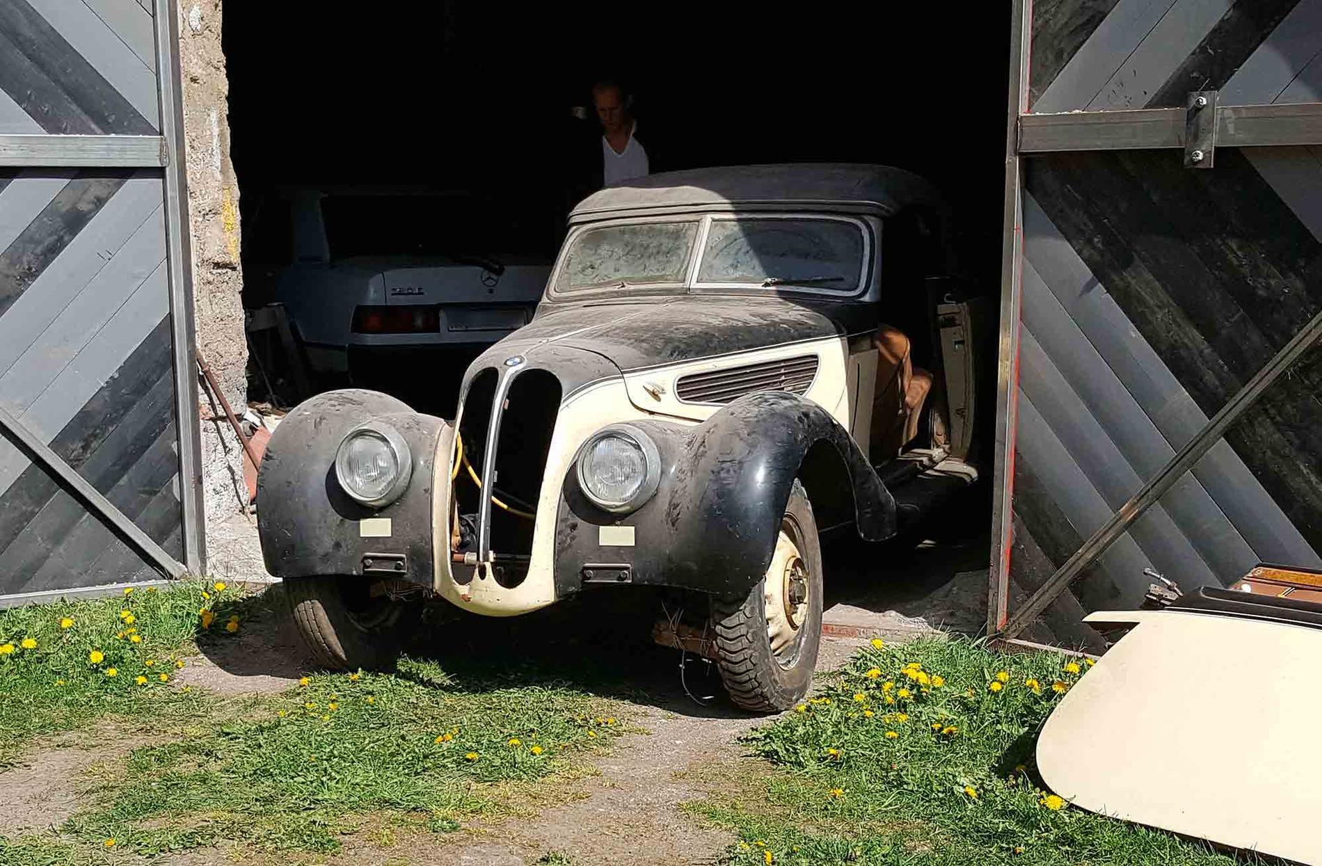 En BMW 327 från 1939 hittade Daniel i en lada.