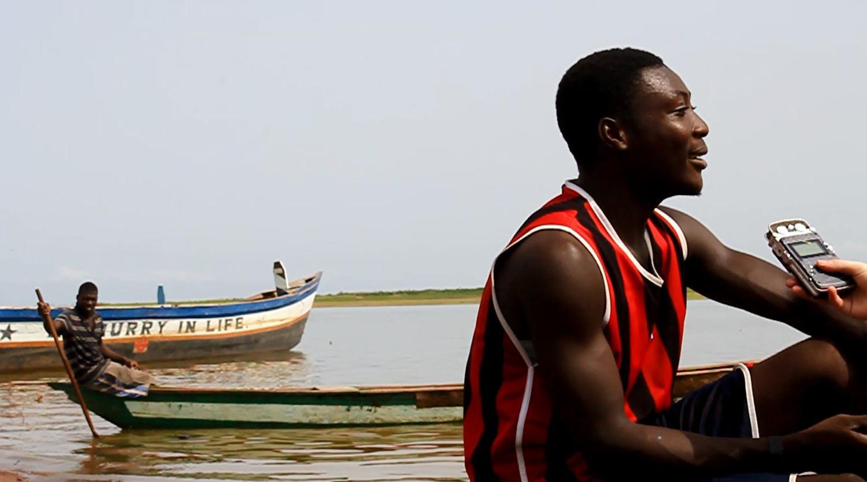 Ameble Nestor är 18 år gammal. Hans pappa är en av de många män som köper barn som utnyttjas som fiskeslavar i Ghana.