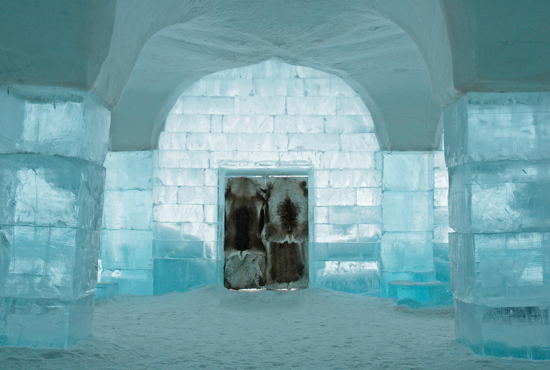 Icehotel i Jukkasjärvi är världens första ishotell.