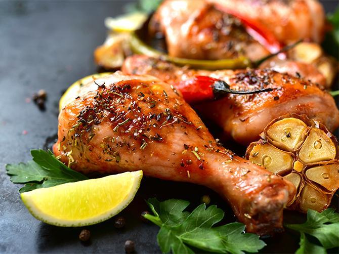 Kyckling med ugnsrostade rotsaker.