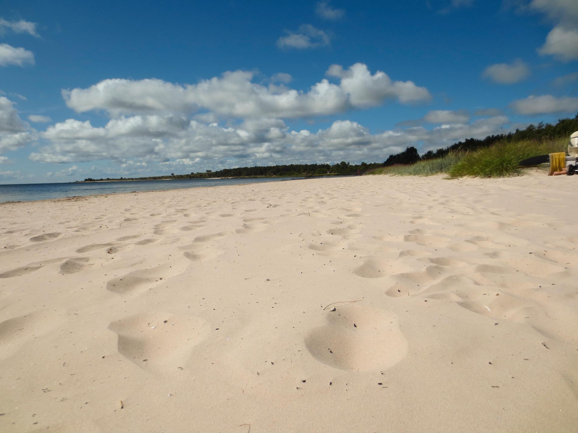 Sudersands strand bjuder på mer än bara sand och sol.