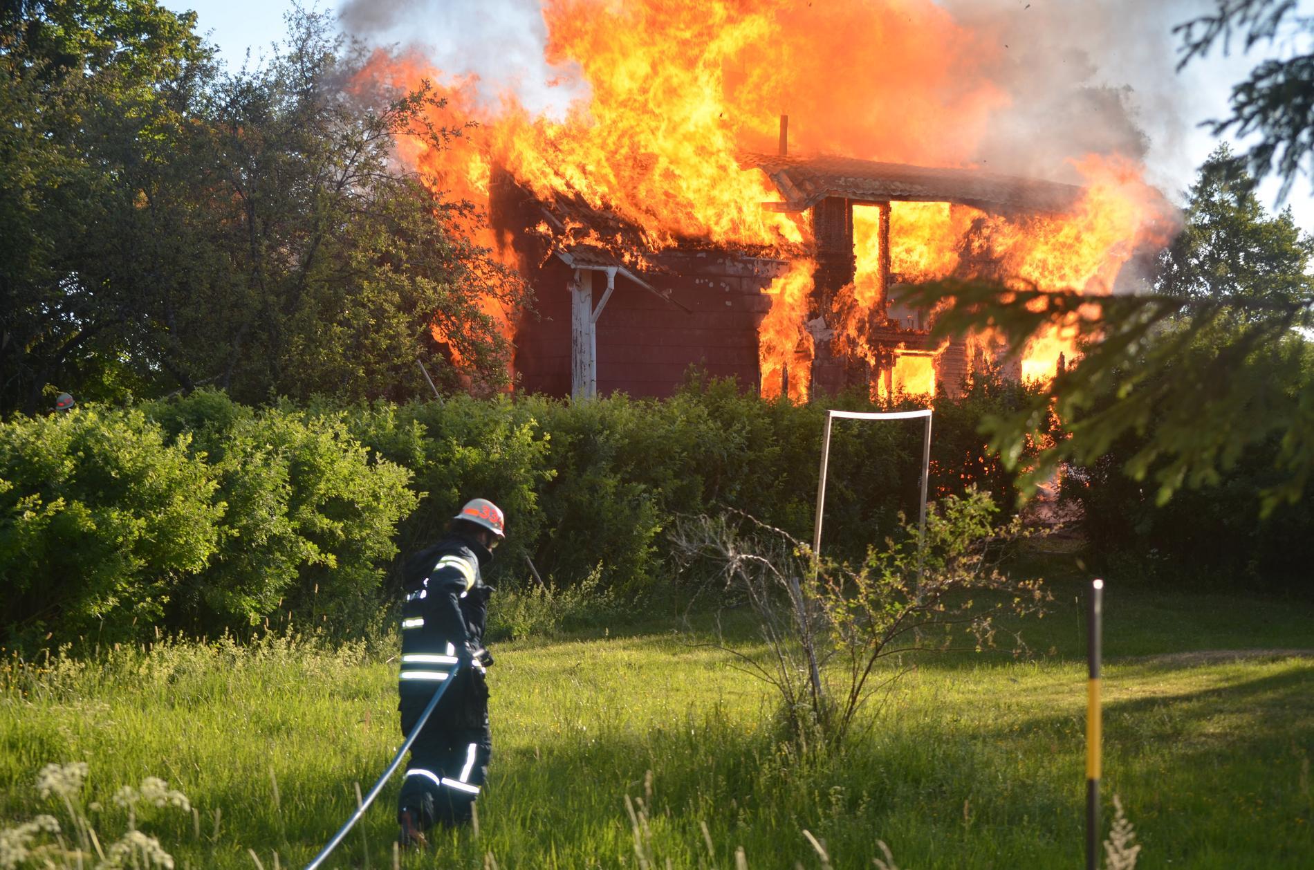 Ett hus har brunnit ned i Avesta.