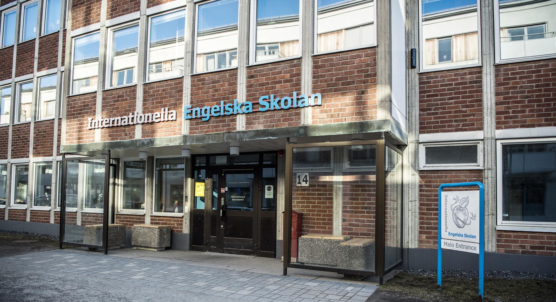 Att P3:s programledare låter som att de har svengelska som förstaspråk är en sak, men när svenska skolor med engelskspråkig inriktning driver på klasskillnaderna är det på allvar.