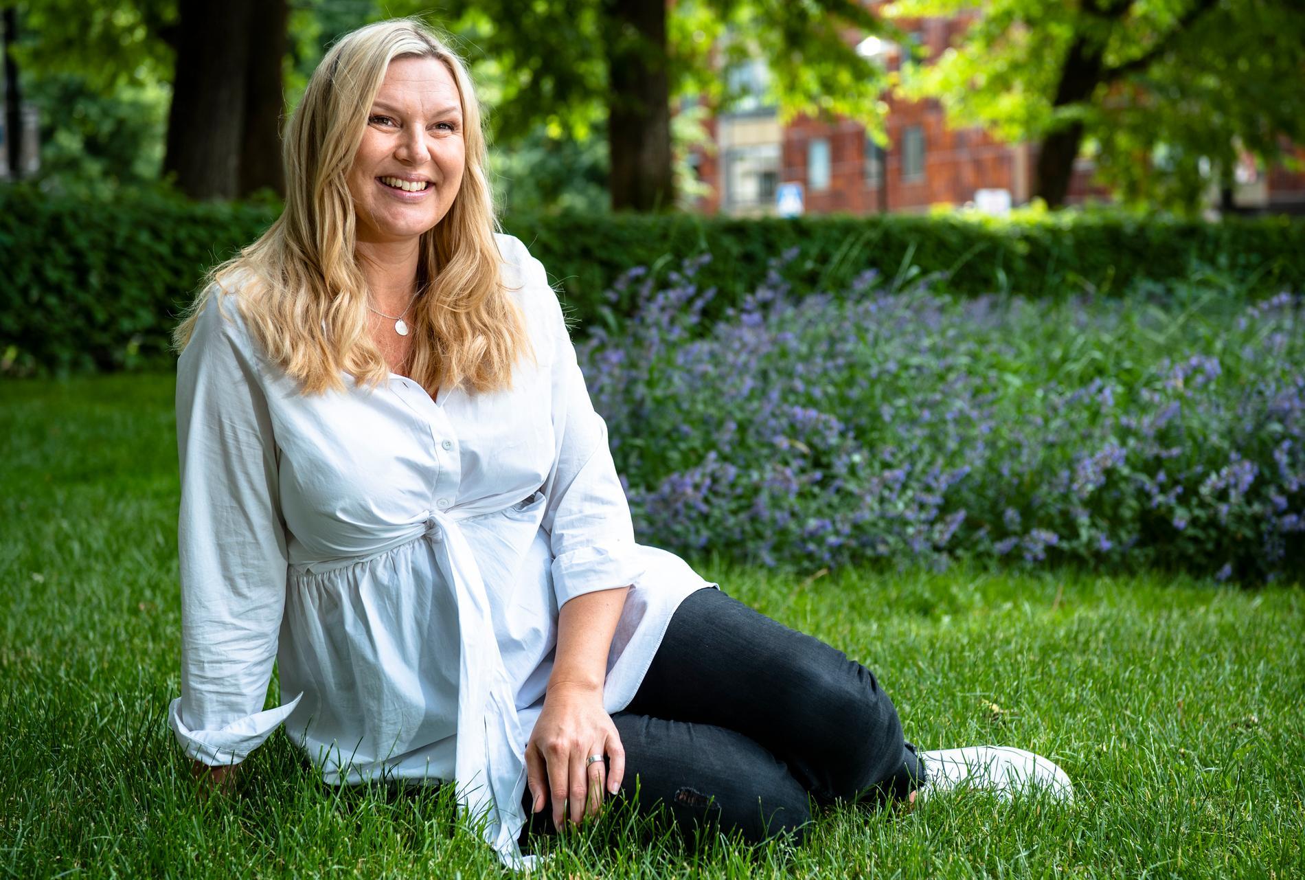 """""""Jag förstår nyfikenheten"""", Sanna Nielsen väntar barn tillsammans med sambon Joakim Ramsell."""
