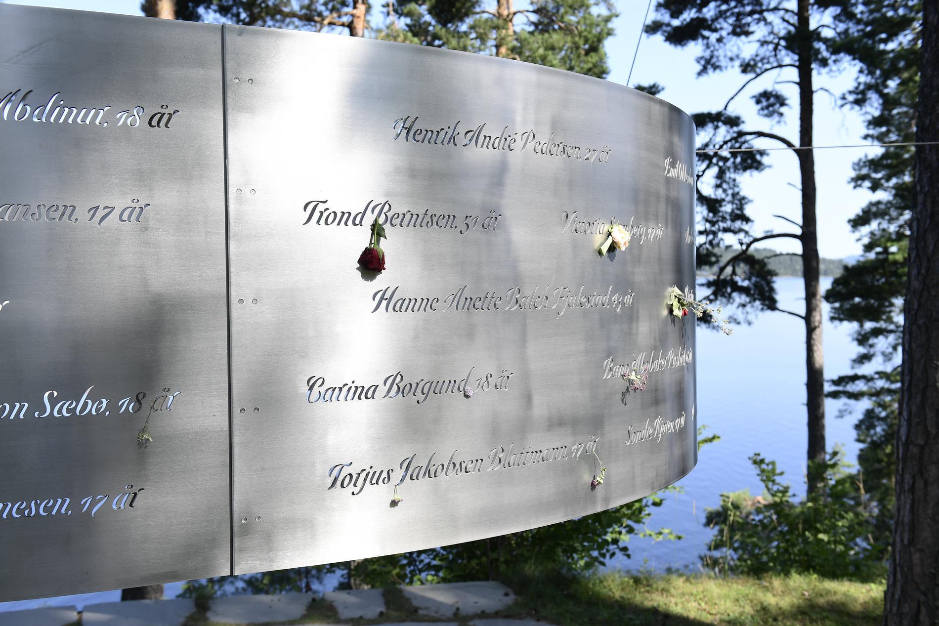 Offrens namn och ålder är inskrivna på monumentet.