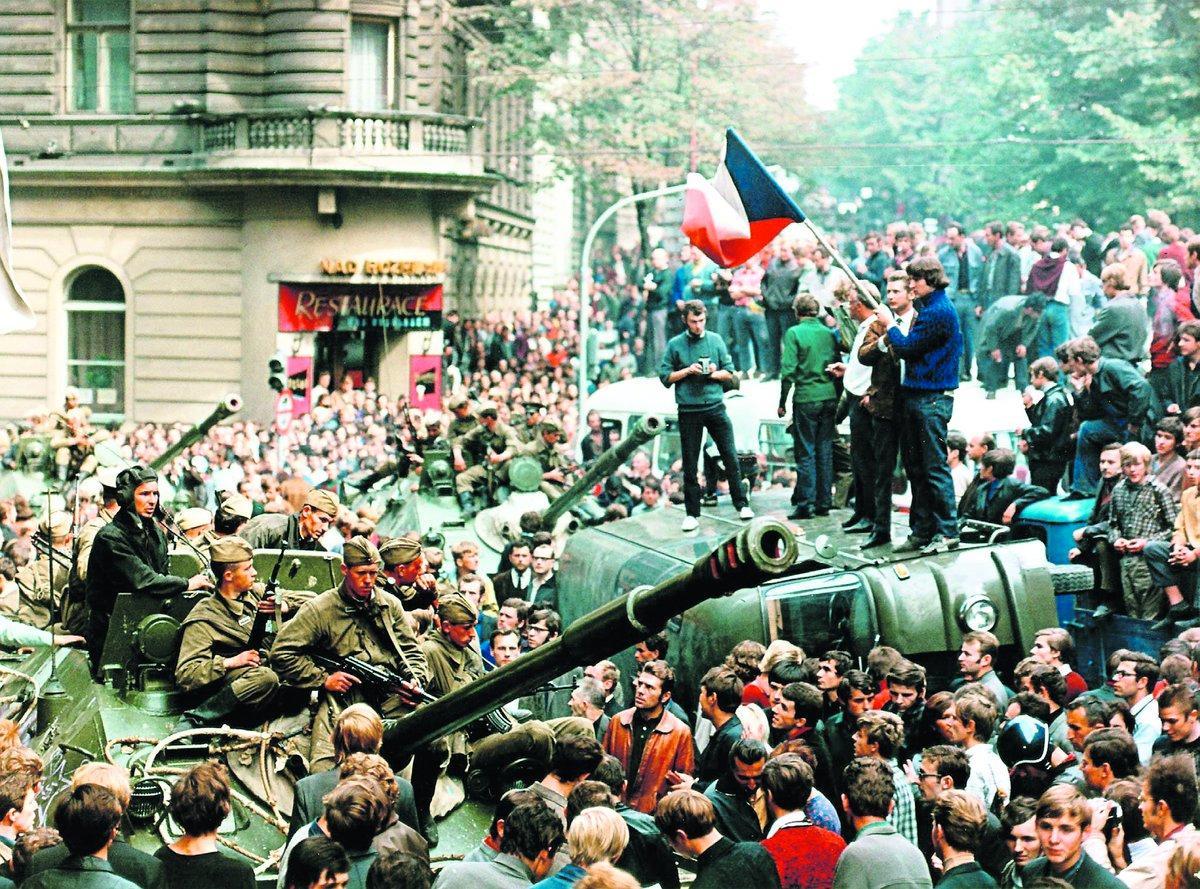 rysk invasion Ryska trupper invaderar Tjeckoslovakien den 21 augusti 1968 och skapar politisk debatt i Sverige. Liksom andra plötsliga händelser kan det ha påverkat utgången i riksdagsvalet.