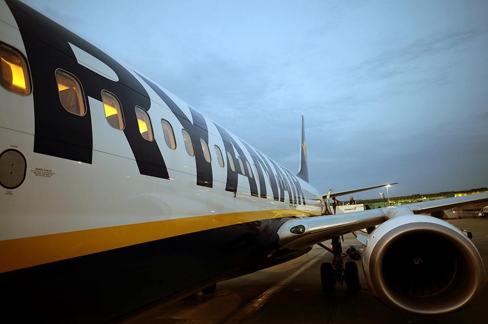 Ryanair betalar för att piloter ska hoppa över semestern.
