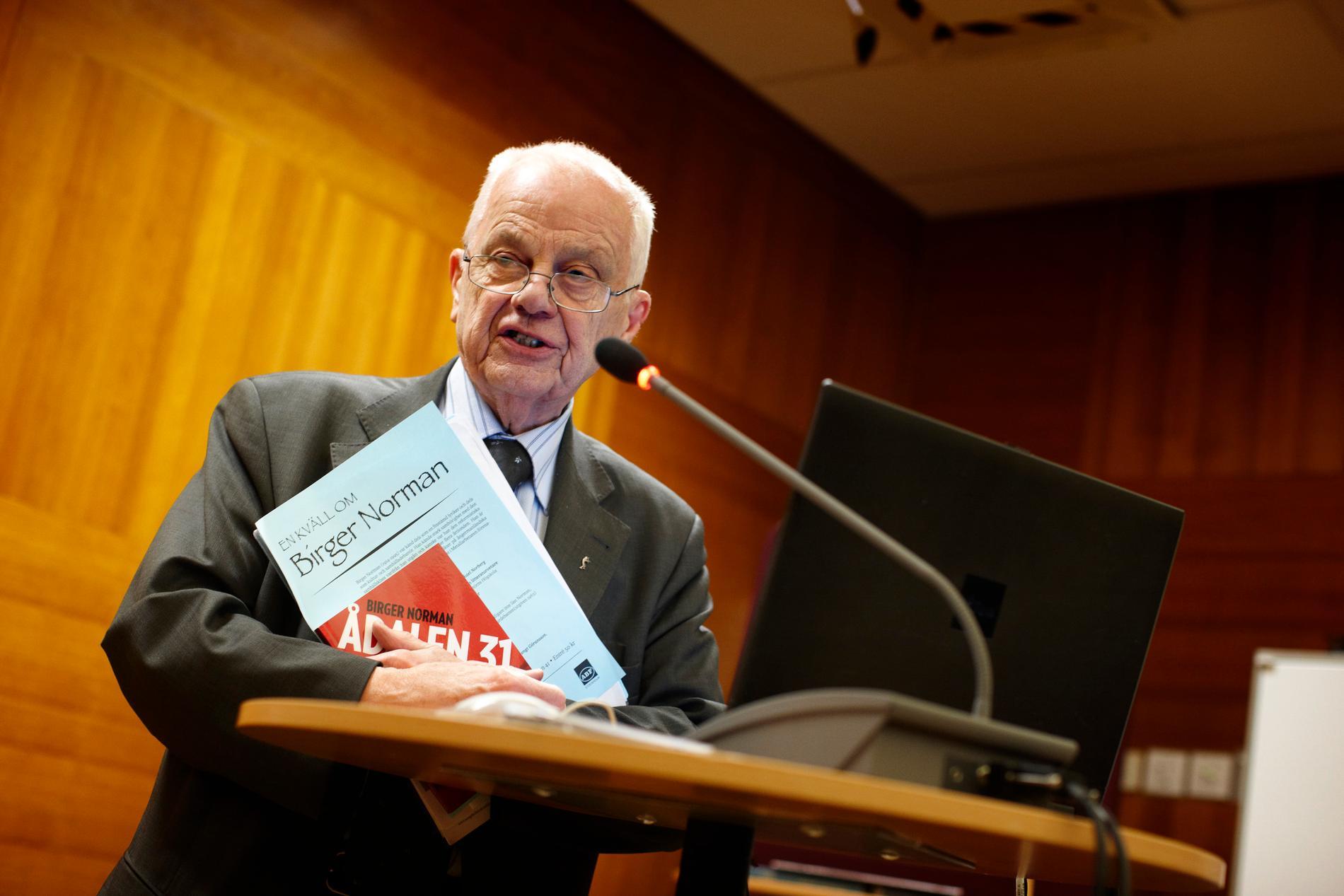 """Bengt Göransson (1932–2021) brann för kulturen, utbildningen och folkbildningen. """"Vi som hade förmånen att delta i samma seminarier, ofta på ABF-huset i Stockholm, lärde känna ett ovanligt självständigt och rörligt intellekt, men också en människa full av känslor"""" skriver Åsa Linderborg."""