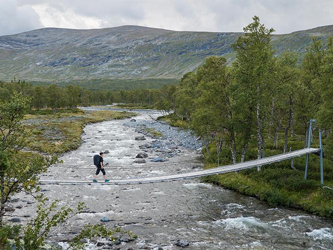 Vandringsleder i Jämtland. Gå mellan fjällstationerna Storulvån, Sylarna och Blåhammaren, eller ta en tur upp till toppstugan på Åreskutan.