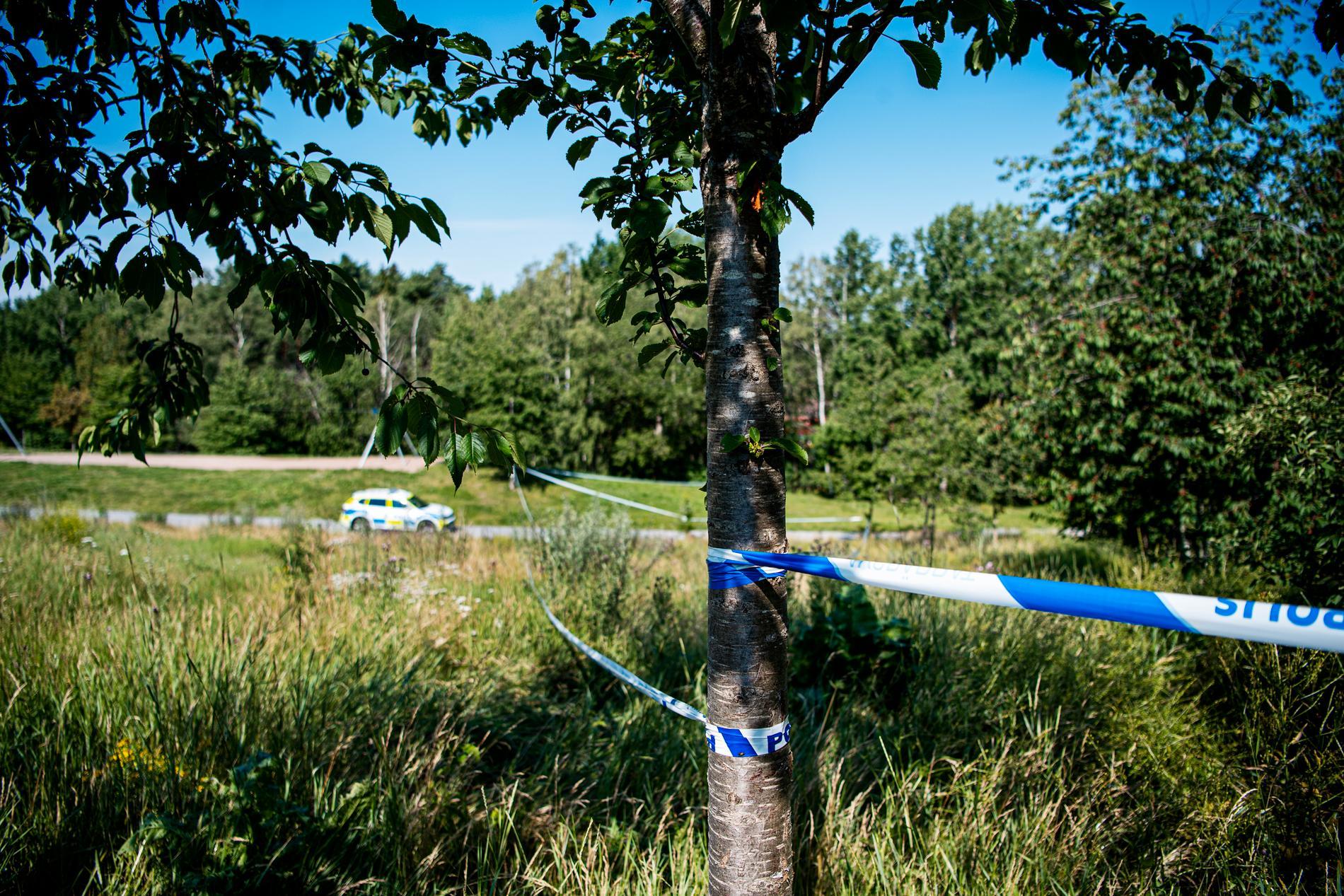 Kriminaltekniker undersökte platsen.