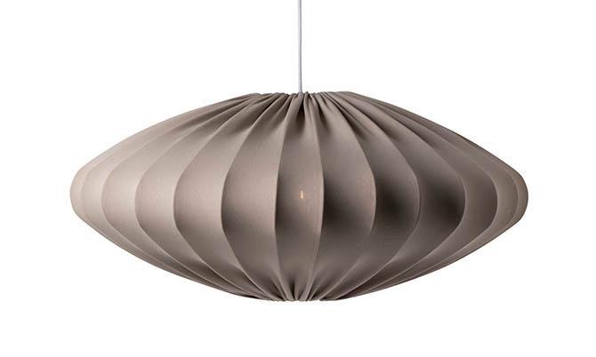Ellipseformade lampor tros bli en av trenderna 2021, enligt Hannes Mauritzon. Lampa, 2 199 kr, Watt & veke.