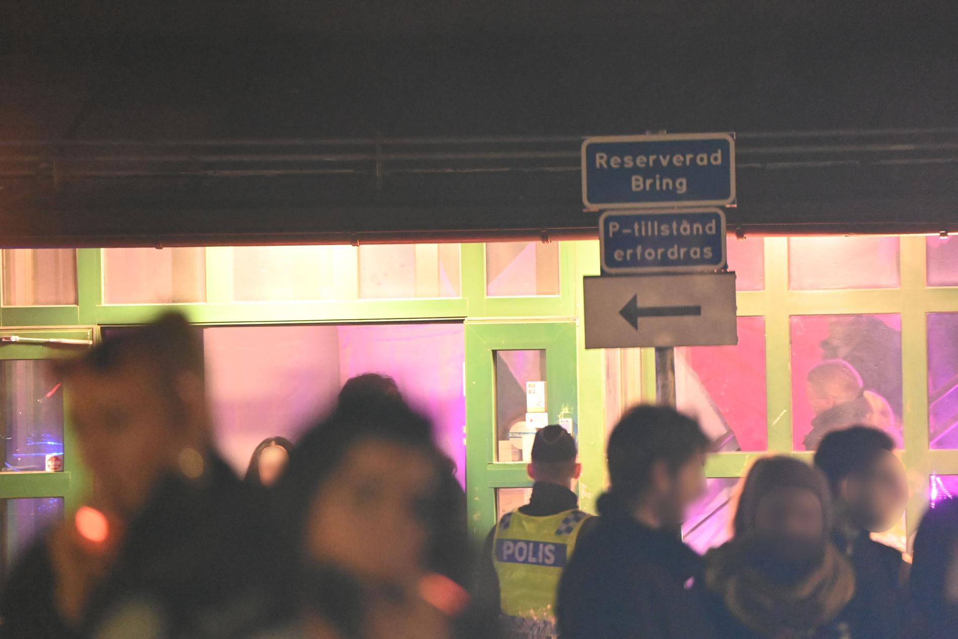 Polisen slog till mot en svartklubb i södra Stockholm under natten till söndagen.