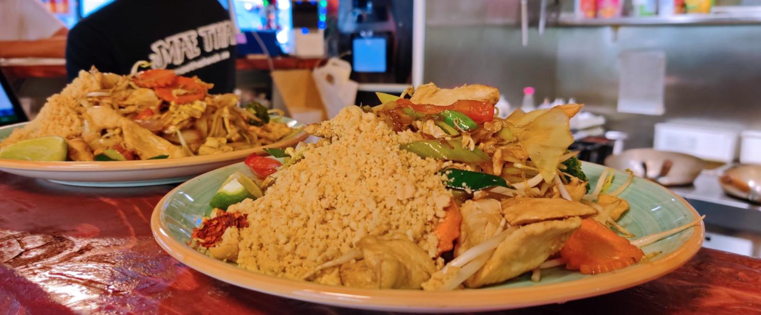 Komponera din rätt med kött, kyckling, räkor eller vegetariskt alternativ på Mae Thai.