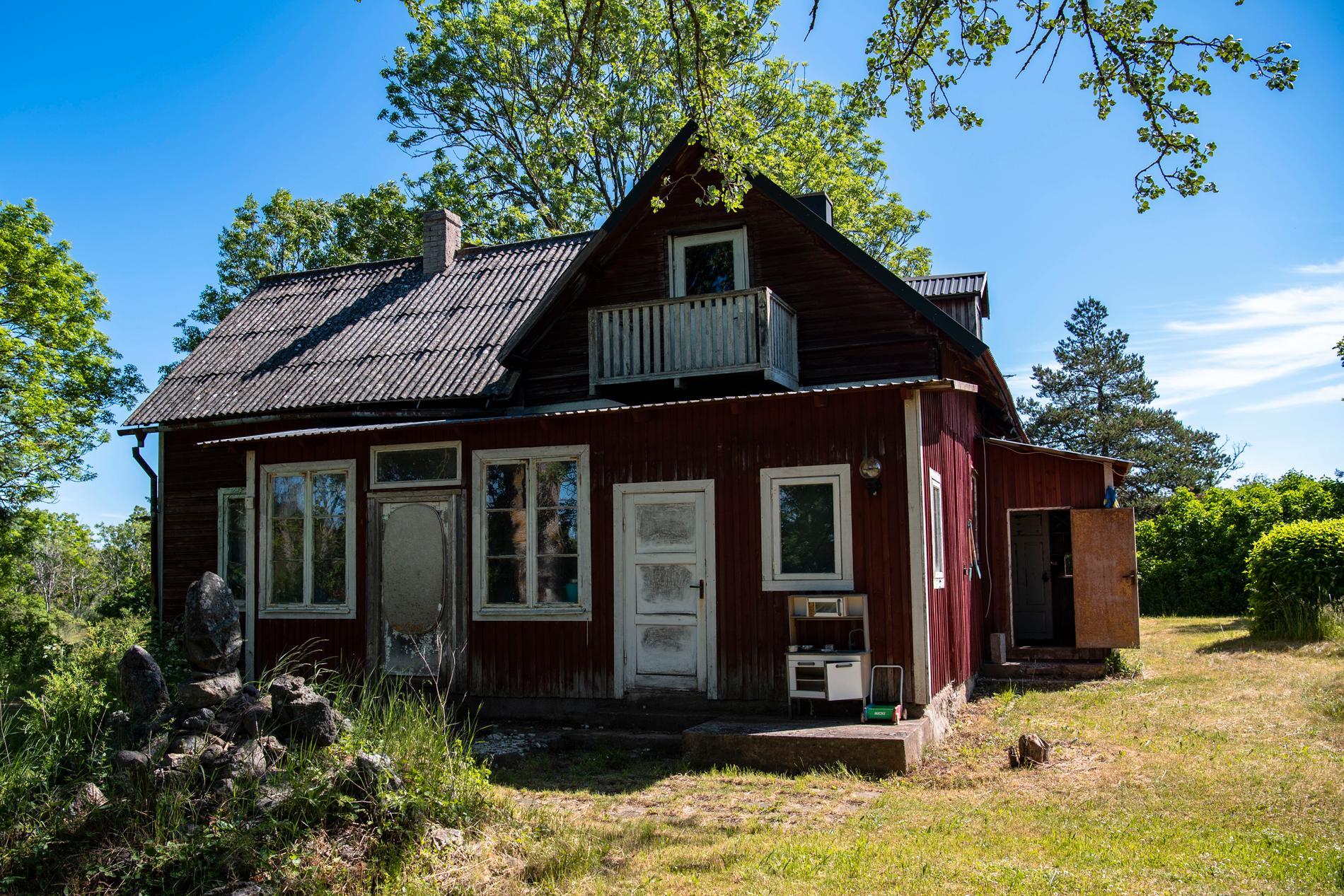 Det röda huset för tankarna till Saltkråkan.
