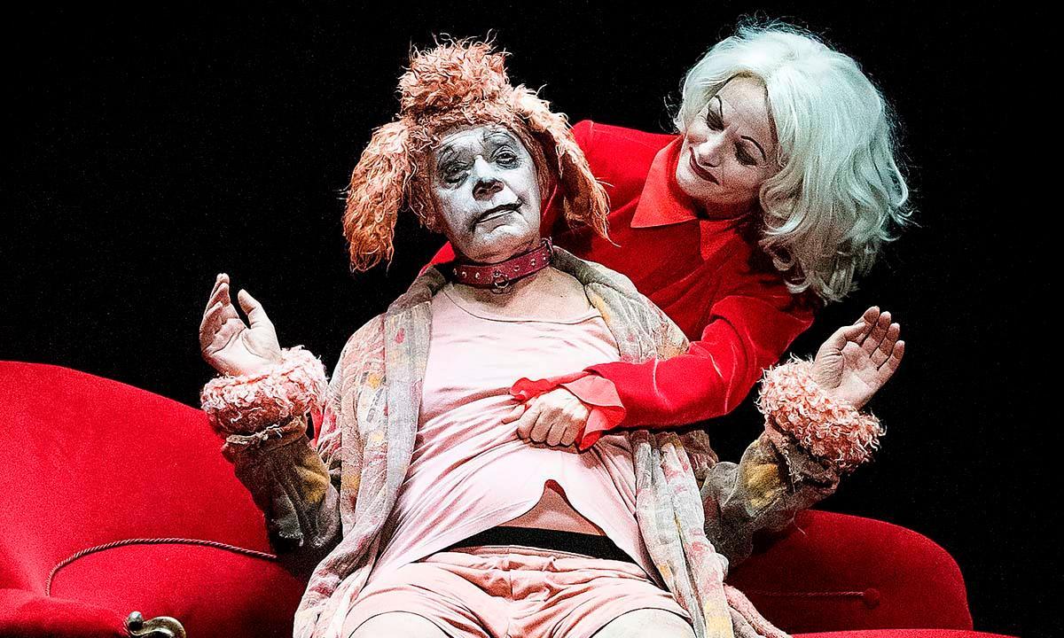 """Per Mattson och Thérèse Brunnander i """"Faust"""" av Jens Ohlin och Hannes Meidal på Dramaten Elverket."""