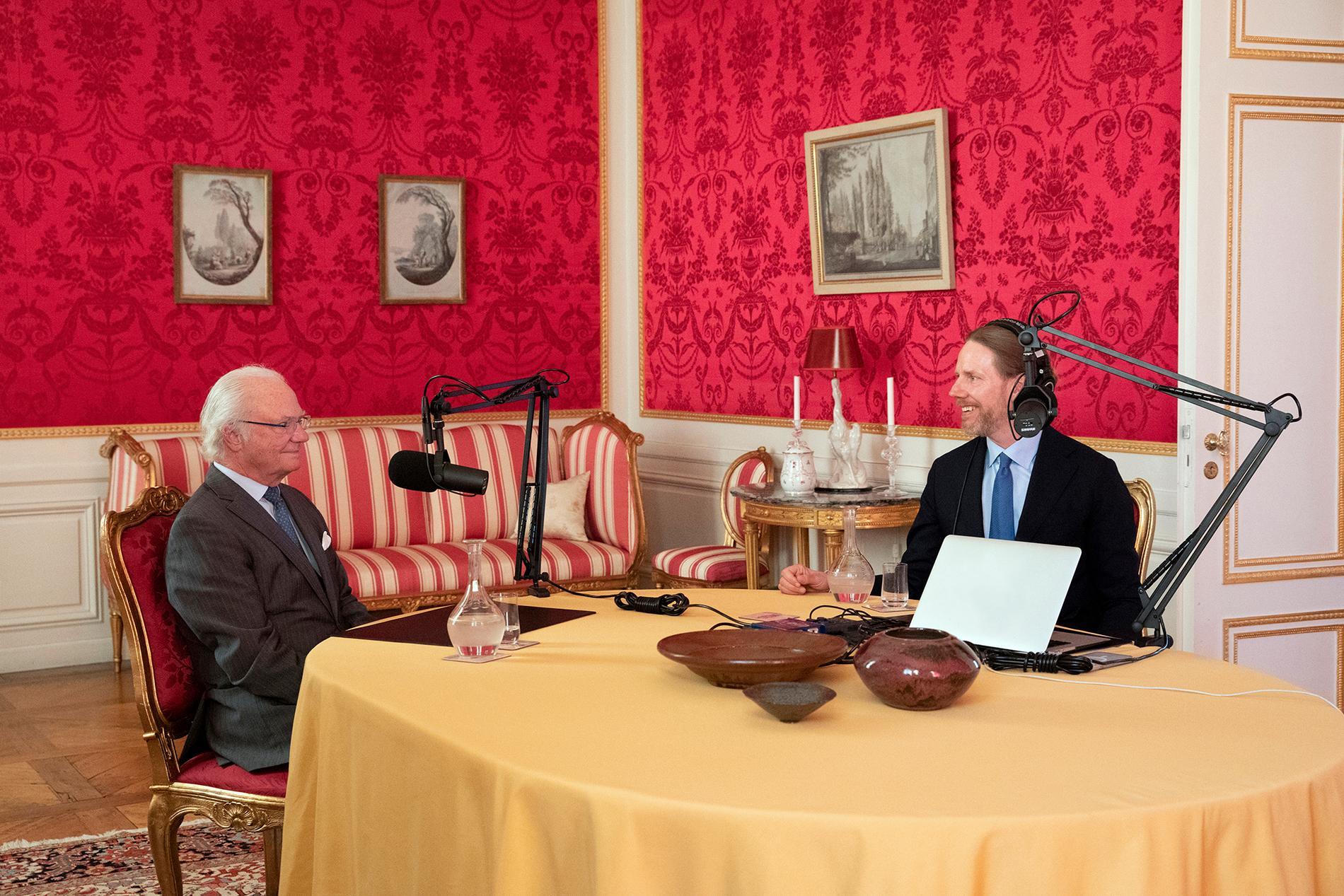 """Kung Carl XVI Gustaf podcastdebuterade i Kristoffer Triumfs """"Värvet""""."""