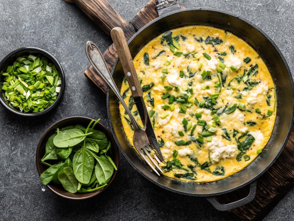 Omelett med feta, purjo och spenat