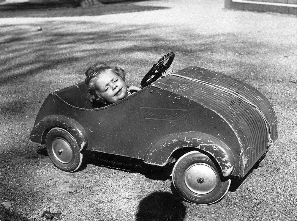Prins Carl Gustaf med sin älskade lådbil.