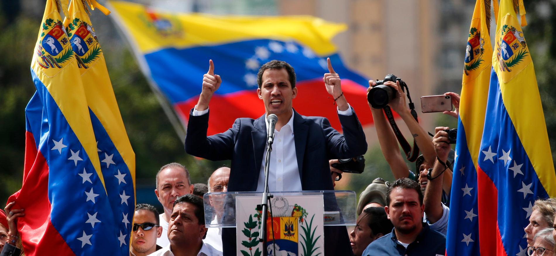 Juan Guaidó utropar sig till president i Venezuela.