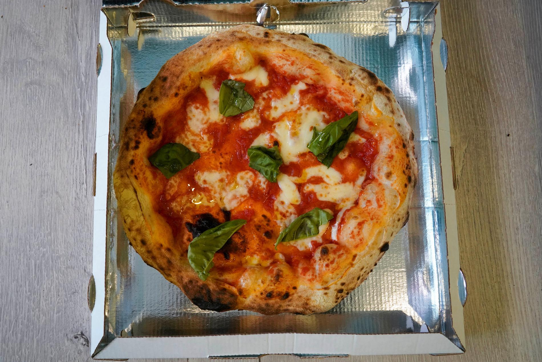 Kan rabatt på pizzan övertyga tveksamma unga att vaccinera sig? Det hoppas i alla fall den brittiska regeringen. Arkivbild
