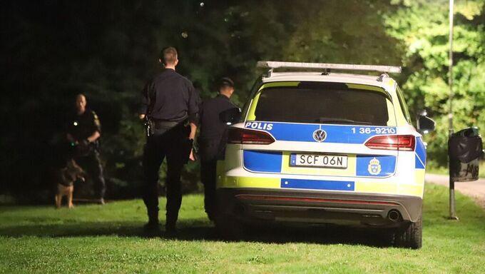 Polisen har jagat en flyktbil efter inbrott i Hammarbyhöjden.