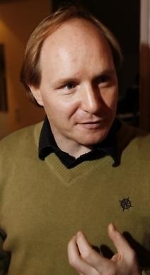 Morgan Alling, skådespelare: Kvarnens uteservering på Medborgarplatsen och Rosendal på Djurgården. Men också Nyfiken gul vid Skanstull. Det är jättemysigt, ligger precis vid vattnet, det spelas bra musik och man kan grilla sin mat själv.