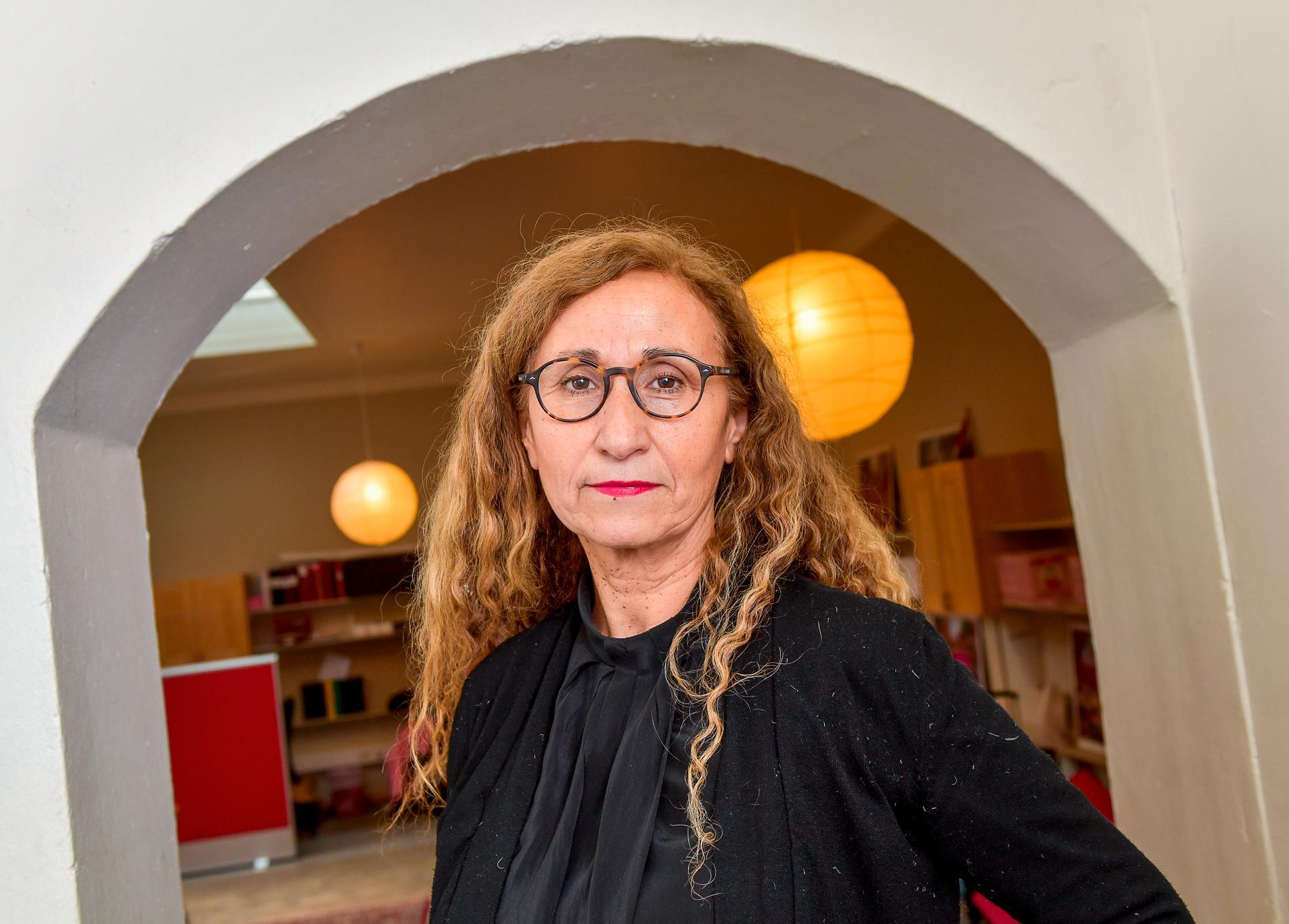 """Många inrättar sig i äktenskapet och tänker att """"så är livet"""", säger Bernardita Nuñez som är verksamhetsledare på kvinnojouren Terrafem."""