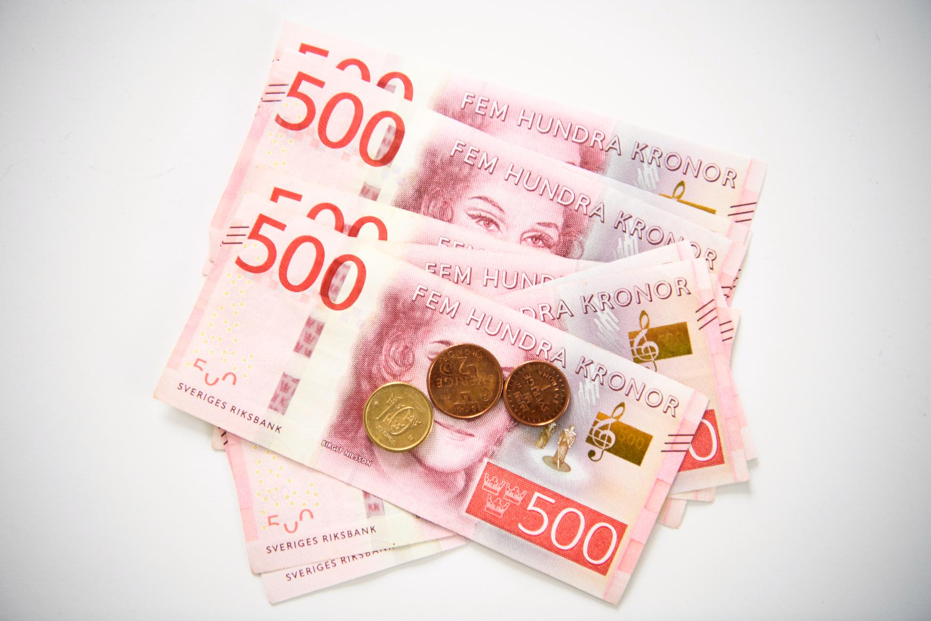 Från och med den 13 februari börjar en kostnadsränta ticka på kvarskatt över 30000 kronor. Arkivbild.