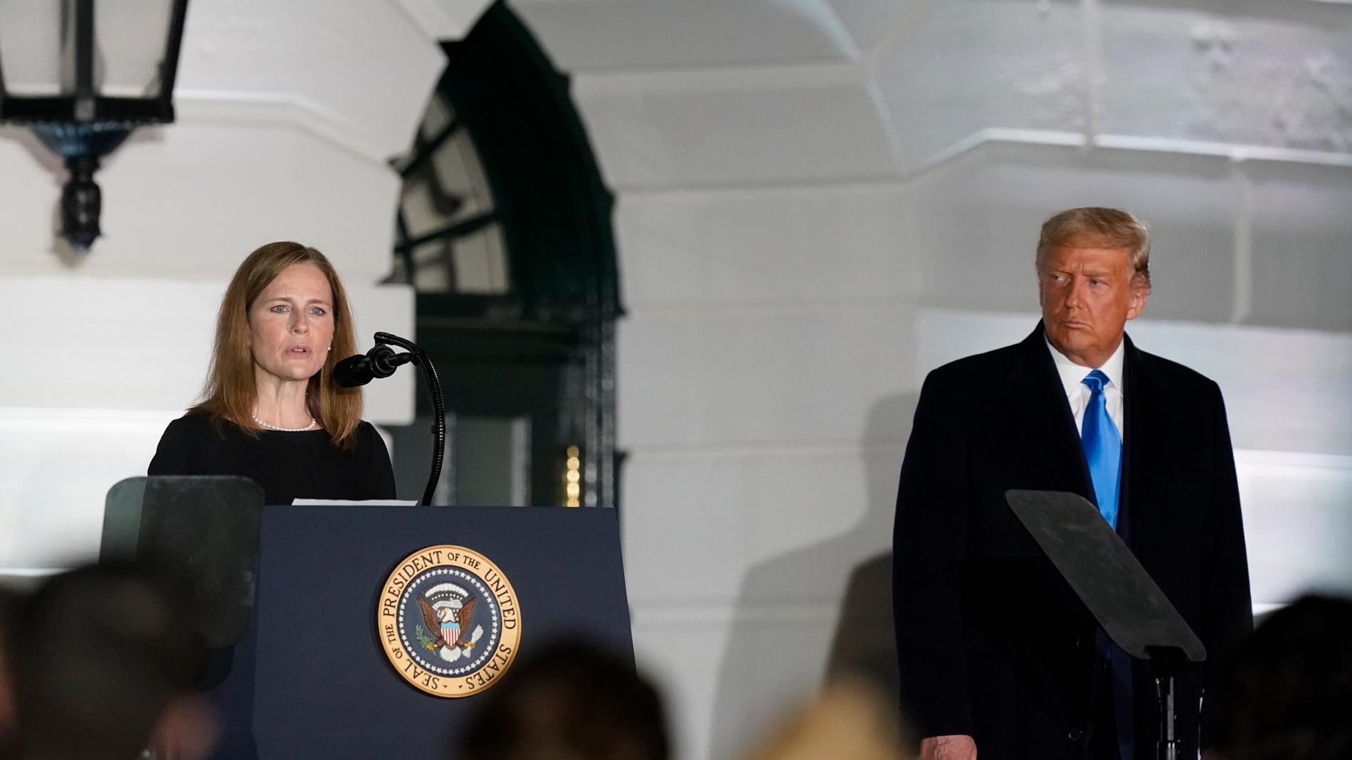 Amy Coney Barrett och Donald Trump.