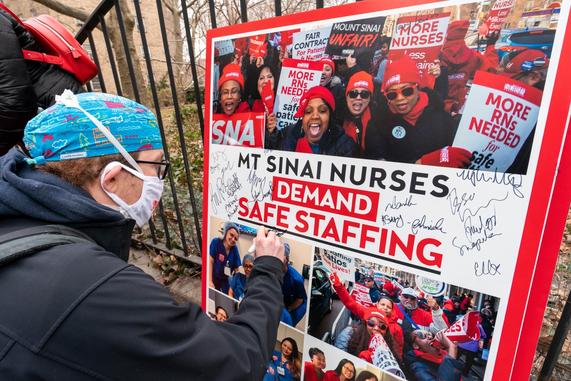 Redan i våras gick vårdpersonal i delstaten New York ut och krävde att myndigheterna skulle göra mer för att skydda dem från att smittas.