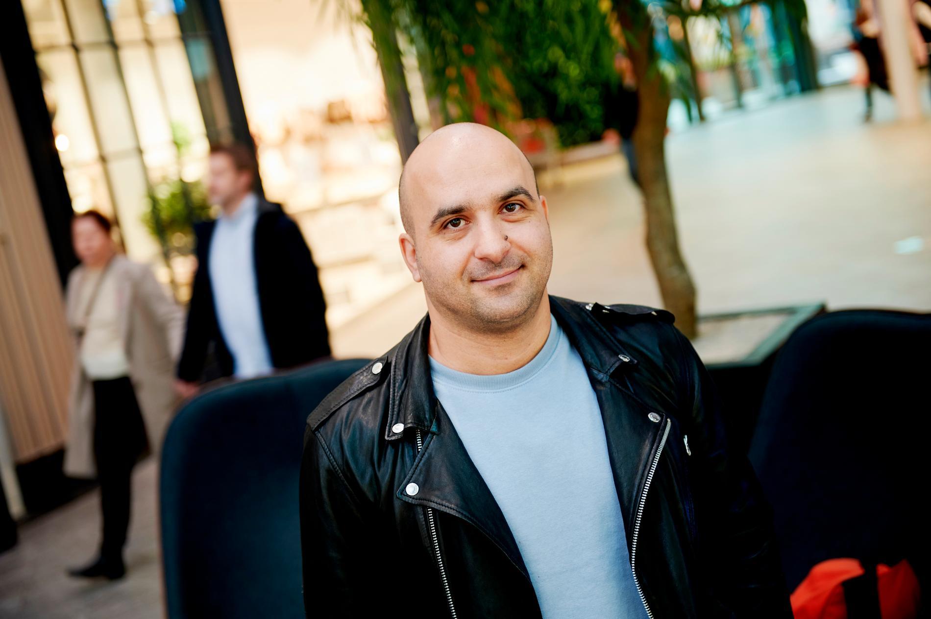 """Arash Samaditari, 38, tycker att de nya råden är """"fullständigt meningslösa"""" och omöjliga att följa."""