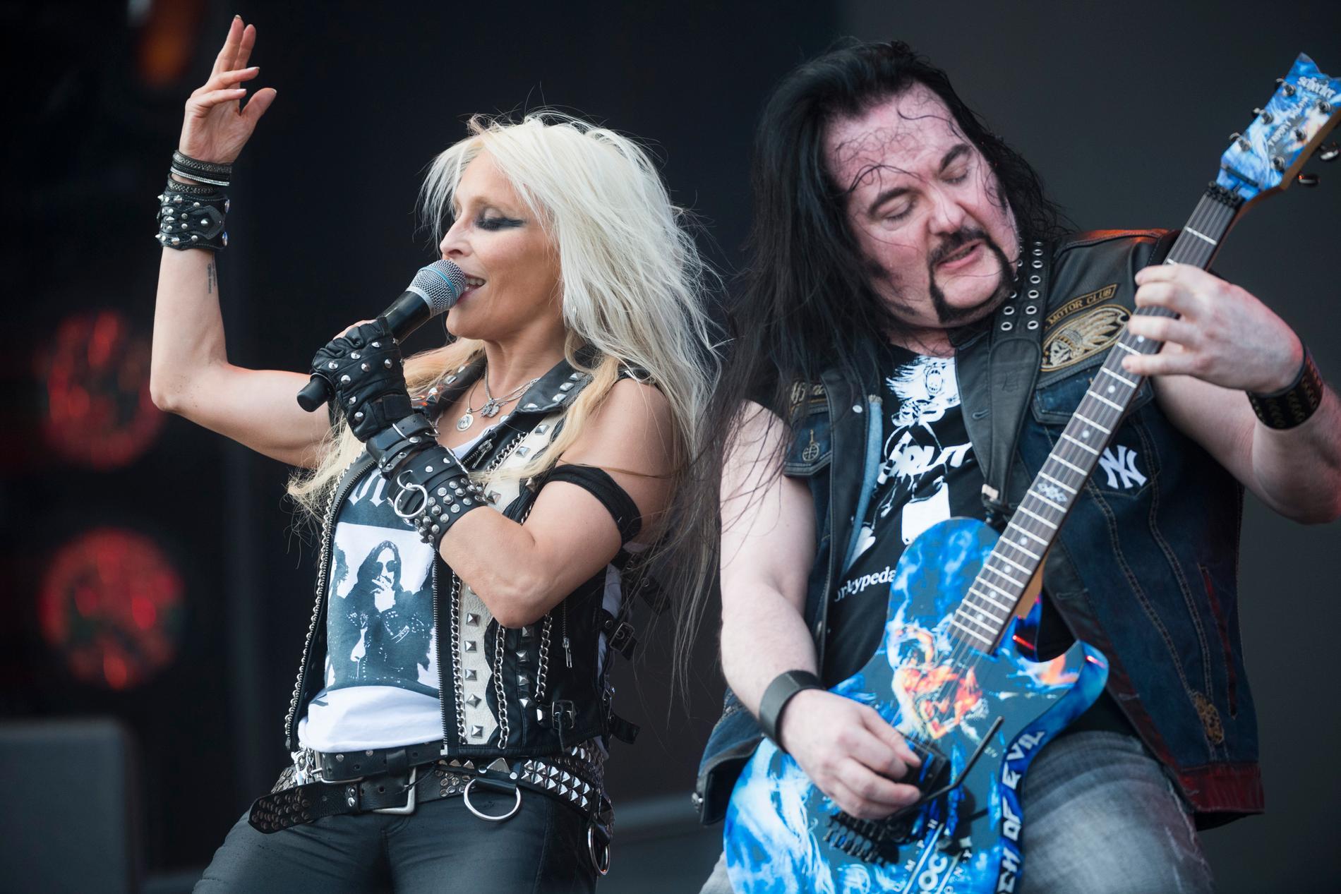 Doro Pesch och Tommy Bolan på scen på Sweden Rock torsdagen den 7 juni 2017.