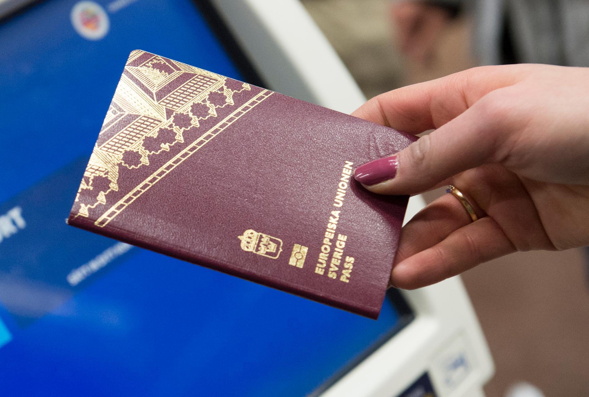 Snart kan du inte hämta ut nytt pass hos polisen. Arkivbild.