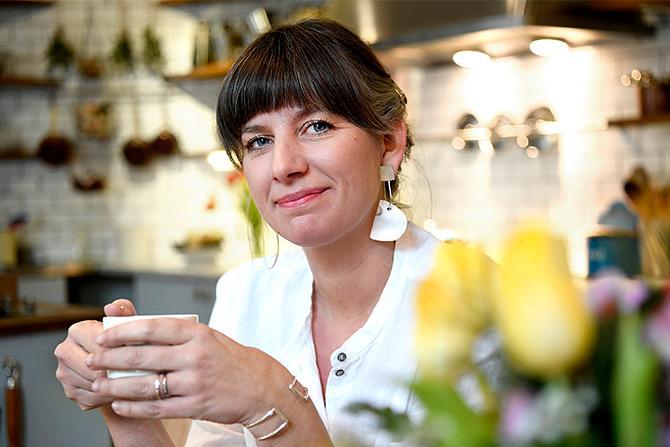 """Karolina Sparring: """"Jag har blivit ännu bättre på att inte slänga mat – och på att köpa råvaror som är i säsong. Det är bara knasigt att inte göra det""""."""