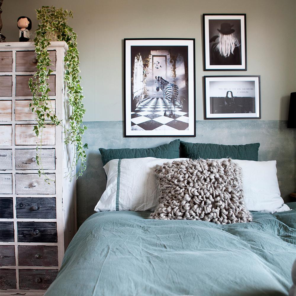 Fluffigt, mysigt och ombonat i sovrummet hos Myriam som kan konsten att maxa kvadraten.