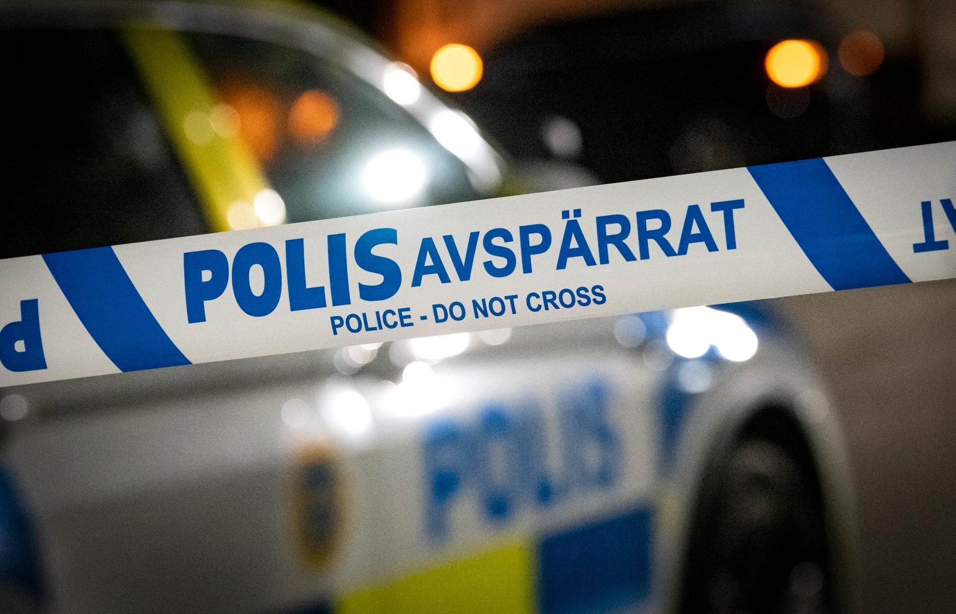 Brottsplatsen vid Klastorps backe i Södertälje spärrades av efter personrånet natten mot fredag. Arkivbild.