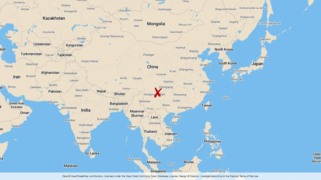 13 människor har räddats ur en översvämmad kolgruva i den kinesiska staden Yibin.