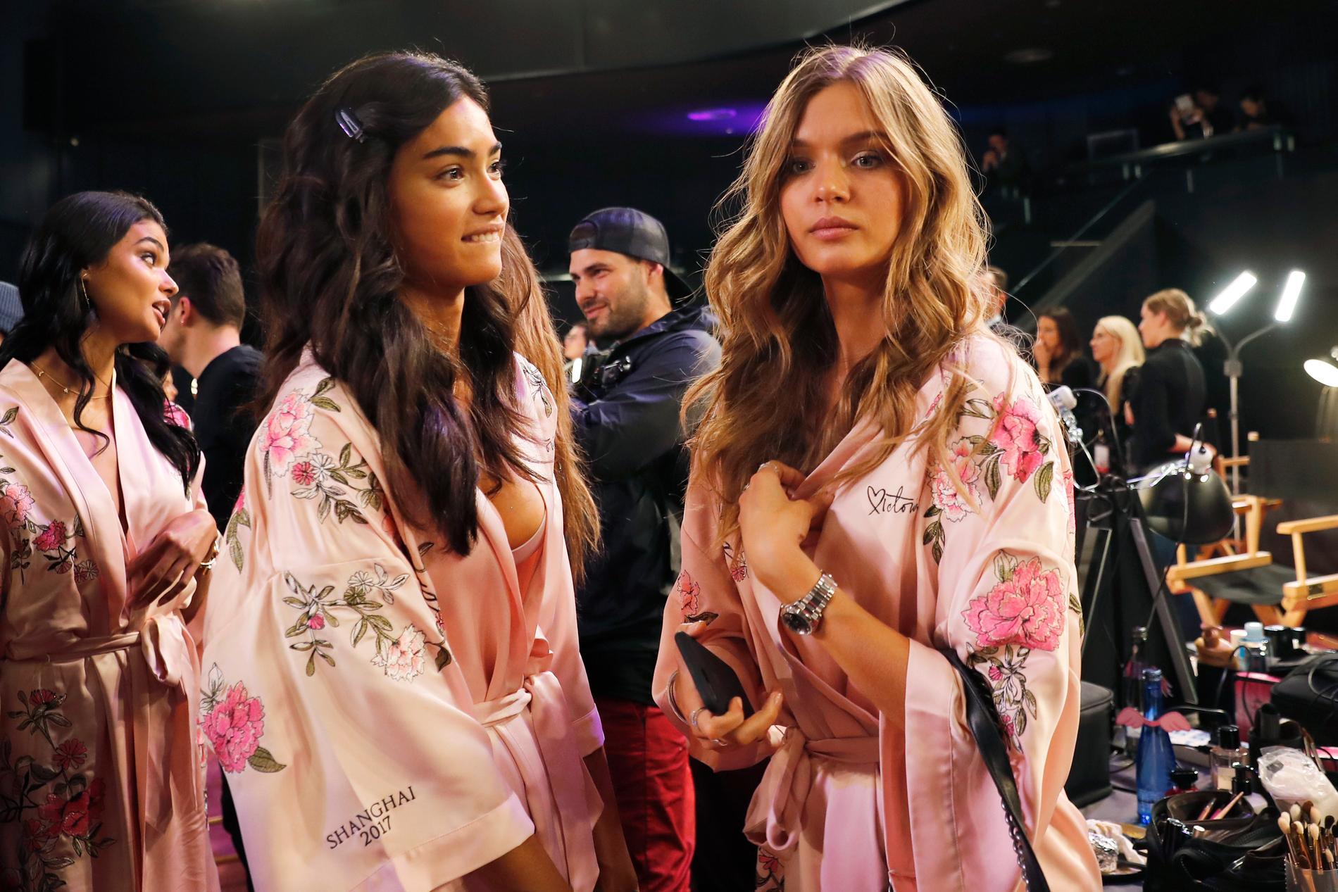 Kelly Gale (till vänster), här med den danska modellen Josephine Skriver. Arkivbild.