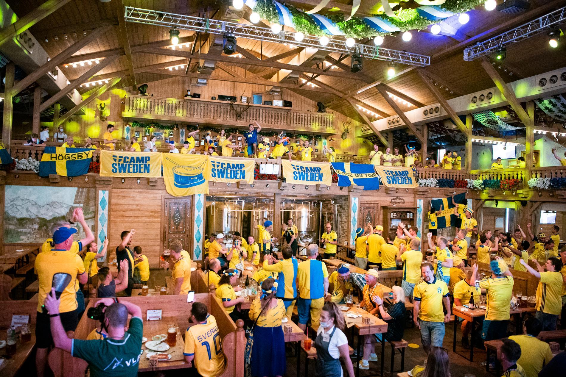 Svenska fans på plats i S:t Petersburg.