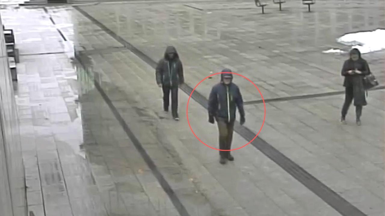 Den norska polisen letar efter mannen. Han har status som vittne.