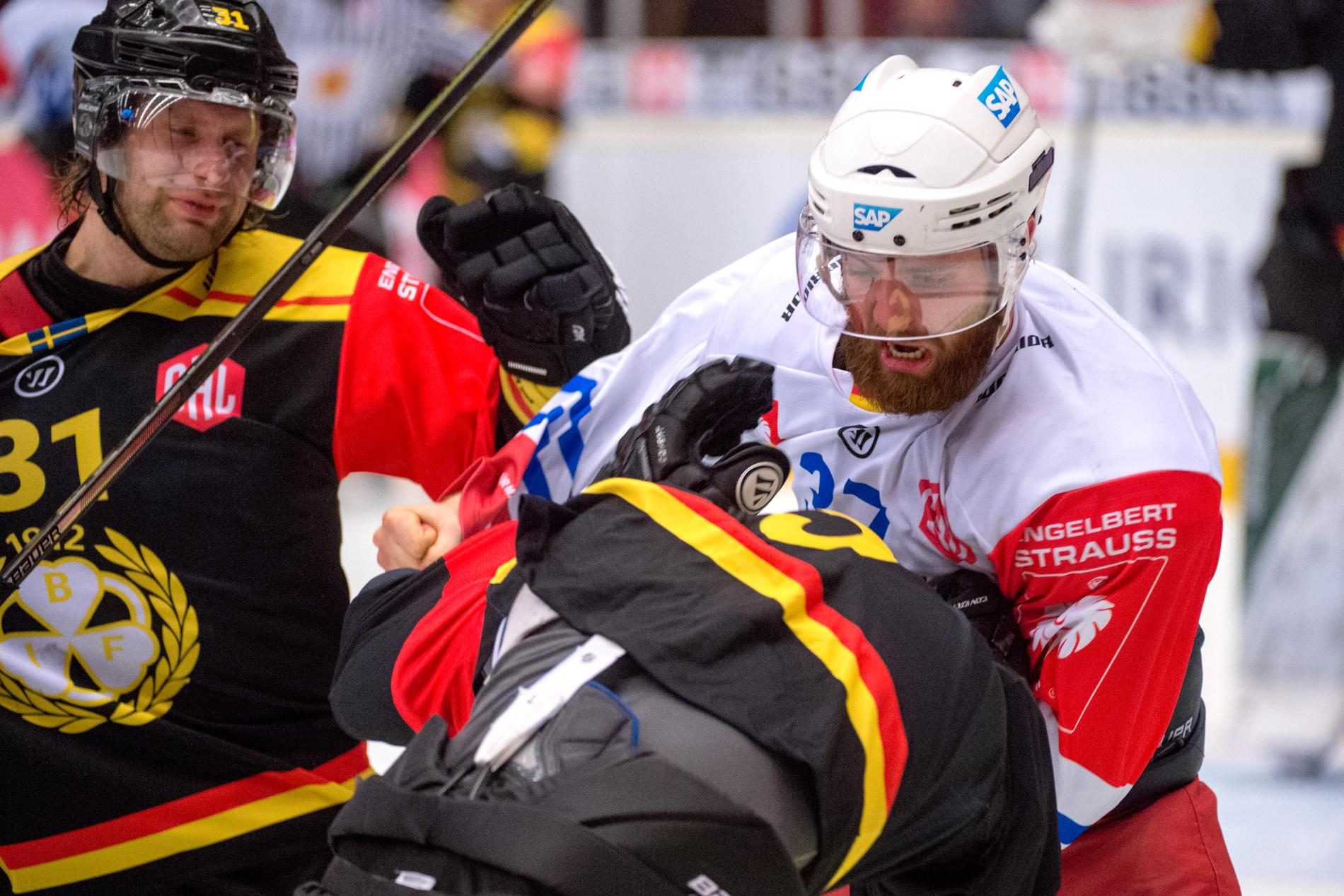 Thomas Larkin hamnade i slagsmål efter tacklingen på Brynäs Daniel Paille i en CHL-match i november 2017.