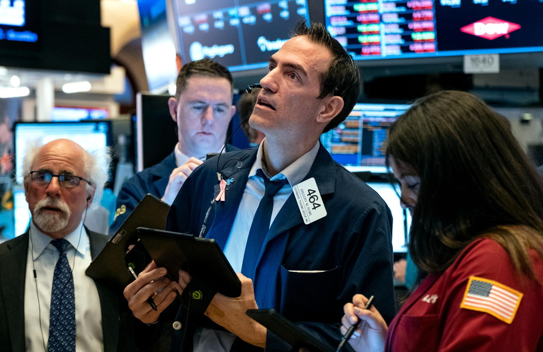 Börsmäklare på New York-börsen under måndagen.